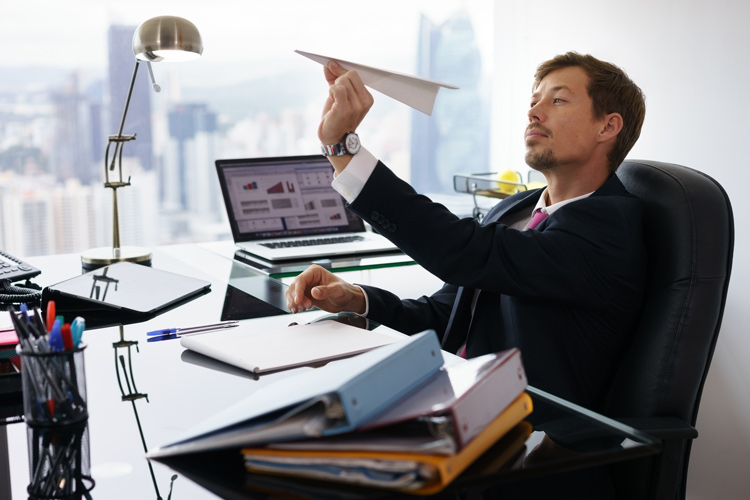 Travel agency managers and proprietors | Pay, employment, hours