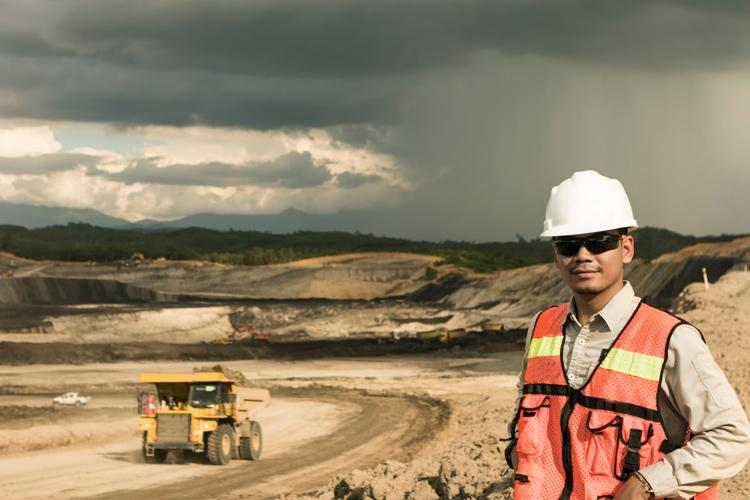 Production Managers and Directors in Mining and Energy pay and hours